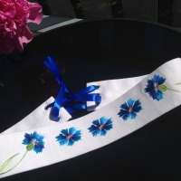 White belt with cornflowers