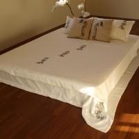 Tikanditega voodipesu