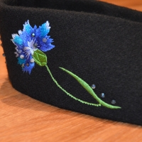 Belt with cornflowers and pearls